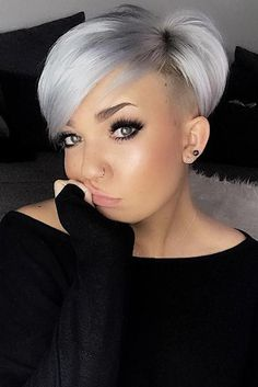 """How to style the Pixie cut? Despite what we think of short cuts , it is possible to play with his hair and to style his Pixie cut as he pleases. For a hairstyle with a """"so chic"""" and pointed… Continue Reading → Long Pixie Hairstyles, Short Pixie Haircuts, Haircuts With Bangs, Undercut Hairstyles, Cool Hairstyles, Grey Hairstyle, Hair Undercut, Hairstyles 2018, Hairdos"""