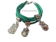 Bracelet suédine vert, breloques chouettes et hiboux en argent tibétain : Bracelet par couleur-grenadine33
