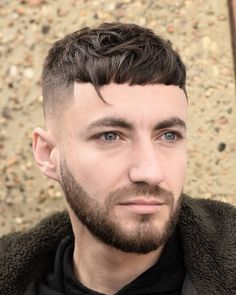 Textured Crop + Verzweigte Bangs Männer Kurze Frisuren, kurze männer frisuren 2017, rockabilly frisuren männer kurze haare, sehr kurze männer frisuren, coole frisuren männer kurze haare, gel frisuren männer kurze haare, kurze frisuren männer 2016, kurze coole frisuren männer #Frisur #Frisuren #Männer #Hairstyle #Hair #Haircuts