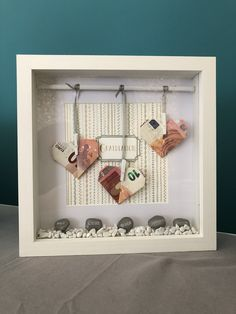 Money gift for a confirmation - picture frame with three 10 Euro bills . Gifts For 18th Birthday, Washi, Cute Presents, Diy Box, Over The Rainbow, Paper Gifts, Shadow Box, Diy Gifts, Picture Frames