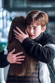 honestly this scene made my heart ache like never before Yoo Seung Ho, Korean Drama Tv, Drama Korea, Korean Actors, So Ji Sub, Incheon, The Man Who Laughs, Bride Of The Water God, Blind Girl