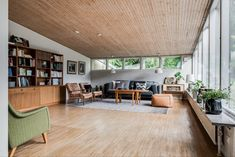 On the market: Arne Branzell-designed midcentury property in Gothenburg, Sweden - WowHaus 70s Decor, Home Decor, 1960s House, Interior Architecture, Interior Design, Mid-century Modern, Modern Houses, Small Spaces, Living Room Decor