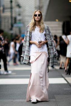 Street Style: Sasha Luss Gives Grunge an Elegant Twist