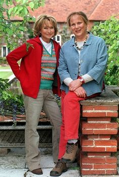 """Rosemary and Thyme"" is a wonderful British TV series starring Felicity Kendal and Pam Ferris as gardeners who work in, and create, amazing gardens and solve murders. British Comedy, British Actors, Felicity Kendal, Mystery Tv Shows, Pbs Tv, Uk Tv Shows, Tv Detectives, Tv Series To Watch, Cozy Mysteries"