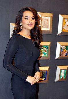 Sonakshi Sinha at an art event.