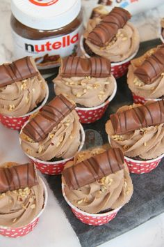 Chocolatey Cupcake dotted with Hazelnuts, topped with a Creamy & Delicious Nutella Buttercream Frosting with Kinder Bueno… Amazing Nutella Cupcakes! Nutella Cupcakes, Nutella Buttercream Frosting, Yummy Cupcakes, Fun Baking Recipes, Cupcake Recipes, Cupcake Cakes, Dessert Recipes, Cup Cakes, Xmas Recipes