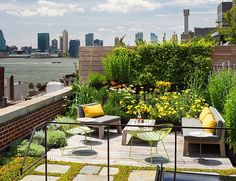 Fabulous rooftop garedn combines lovely views with greenery - Decoist