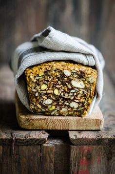 Nordic Diet: Fruit and Nut Nordic Bread – Eighty 20 Nutrition Nordic Diet, Nordic Recipe, Roh Vegan, Scandinavian Food, Scandinavian Bread Recipe, Good Food, Yummy Food, Cooking Recipes, Healthy Recipes