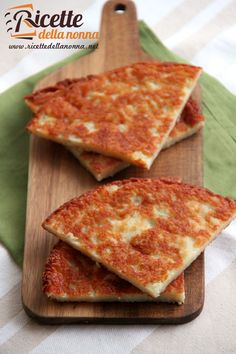 Friuli -A simpler recipe of Frico Friulano - A Tortilla made with shreded Potatoes and Montasio Cheese. Cheese Recipes, Pizza Recipes, Cake Recipes, Slow Cooker Recipes, Cooking Recipes, Italy Food, Quick Recipes, Creative Food, Yummy Snacks