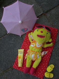 Oef wat warm! - Themahoek/tafel - UK&Puk. Puk lekker zonnen Diy For Kids, Crafts For Kids, Gnome Hat, Gross Motor Activities, Ring Toss, African Masks, Baby Items, Diy Wedding, Fun Crafts