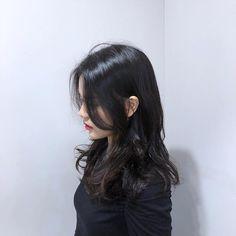 Medium Hair Styles, Long Hair Styles, How To Style Bangs, Hair Bangs, Hairstyles With Bangs, Hair Designs, Hair Inspo, Fashion Beauty, Elegant