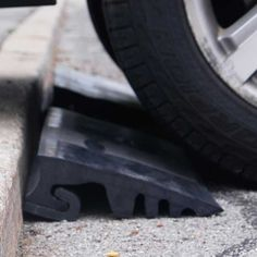 The RubberForm Curb Ramps are ramps used to access driveways or get over curbs without using temporary gravel or asphalt. Driveway Ramp, Driveway Apron, Asphalt Driveway, Driveway Landscaping, Curb Ramp, Access Ramp, Road Construction, Concrete Driveways, Diy Projects For Beginners