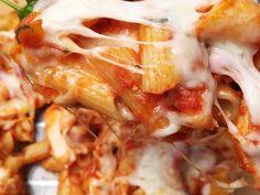 Penne, Mozzarella, Lasagna, Shrimp, Food Porn, Meat, Ethnic Recipes, Hair, Pens