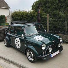 Mini Cooper Classic, Classic Mini, New Mini Cooper, Classic Cars, Mini Coper, Minis, Austin Mini, Vintage Classics, Small Cars
