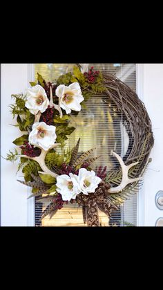 Fall wreath with magnolias and antlers Decorating With Deer Antlers, Deer Horns Decor, Deer Decor, Rustic Decor, Deer Antler Crafts, Antler Wreath, Antler Art, Antler Wedding Decor, Magnolia Wreath