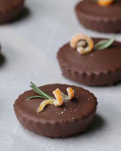 Bolinhos de laranja com cobertura de chocolate