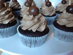 Čokoládové cupcakes - Víkendové pečení Sweet Cupcakes, Baked Goods, Cheesecake, Food And Drink, Cooking Recipes, Sweets, Baking, Desserts, Pizza