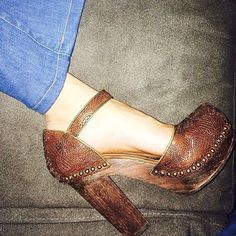 Such cute shoes Clogs Shoes, Shoe Boots, Shoes Sandals, Flats, Cute Shoes, Me Too Shoes, Shoe Closet, Crazy Shoes, Fashion Shoes