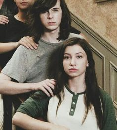 Carnid is in the air, I can feel it bruhhhh Chandler Riggs, Walking Dead Pictures, The Walking Dead, Carl E Enid, Dead Pics, Katelyn Nacon, Carl Grimes, Best Tv Shows, Siblings