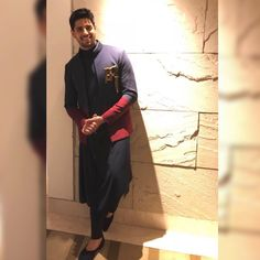 What a super dapper affair at Kolkata. Style and sophistication with Shantanu and Nikhil! Wedding Kurta For Men, Wedding Dresses Men Indian, Wedding Dress Men, Wedding Men, Wedding Sherwani, Hipster Haircuts For Men, Mens Ethnic Wear, Indian Groom Wear, Indian Wear