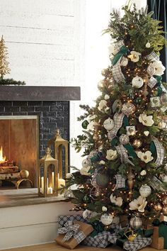 RAZ 2020 Christmas Trees — Trendy Tree Visit the Trendy Tree blog to see 12 years of Christmas tree inspiration from RAZ. #christmastree #christmasdecor #treeinspiration Christmas Tree And Santa, Traditional Christmas Tree, Beautiful Christmas Trees, Christmas Tree Themes, Rustic Christmas, Xmas Tree, Christmas Home, Elegant Christmas, Christmas Ideas
