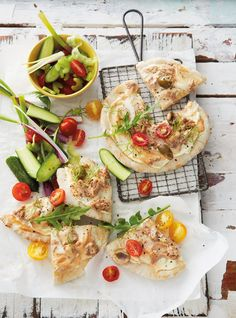No-fuss meals: Tuna pita wedges. Pita Recipes, Seafood Recipes, Healthy Recipes, Easy Weekday Meals, Pita Pockets, Food Cravings, Food For Thought, Love Food, Health