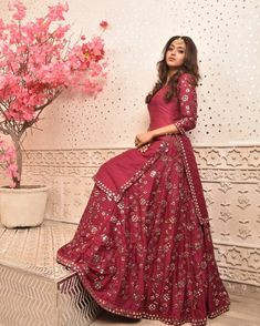 The Femina Miss India United Continents 2018 is so much more than a gorgeous face. Along with being a professional dentist, she also is a trained classical singer, Bharatnatyam dancer and a national. Pakistani Dresses, Indian Dresses, Indian Outfits, Hijabi Gowns, Indian Designer Outfits, Designer Dresses, Ethnic Fashion, Asian Fashion, Women's Fashion