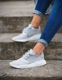 Adidas Originals NMD_R1 S76004 Sneaker in grau, weiß, silber