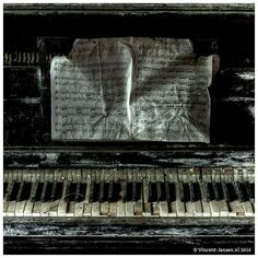 I can just hear the ghostly echo of an out of tune piano Derelict Places, Abandoned Places, Piano Crafts, Father Photo, Old Pianos, Scary Faces, Abandoned Buildings, Altered Books, Macabre