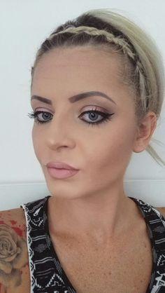 Eyeline Make up  Nude Lips