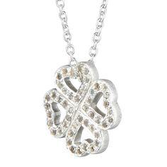 Fin og enkel halskæde i 925 sterling sølv med kløver vedhæng med hvide topas ædelstene. 1849 kr.