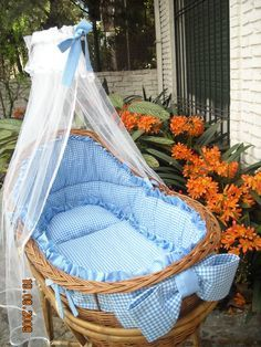 The bassinet, a magnificent idea for its first months Baby Bassinet, Baby Cribs, Baby Bedroom, Baby Boy Rooms, Cradles And Bassinets, Baby Baskets, Moses Basket, Baby Kind, Baby Furniture