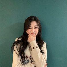 #Lovelyz #Jisoo #Jiddu #SeoJisoo #SeoJiddu #photo #picture #러블리즈 #지수 #지뚜 #서지수 #서지뚜 #포터 #사진 South Korean Girls, Korean Girl Groups, Seo Jisoo, Woollim Entertainment, Ji Soo, First Girl, Debut Album, Coat, Kpop