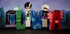 $16,00 es el costo para una letra. Por favor seleccione qué designaciones de letras que está solicitando.  Elija entre los siguientes: -Owlette (superhéroe rojo y rosa) -Gekko (verde & limón verde superhéroe) -Catboy (superhéroe de azul azul y luz) -PJ máscaras HQ (Totem Pole) -Romeo (científico loco) -Chica Luna (Luna villano) -Imán Luna (dispositivo portátil de la chica de la Luna) -Night Ninja (Ninja azul marino) -Ninjalino (Ninja púrpura) -PJ máscaras color rayas (se muestra en el 3 c...