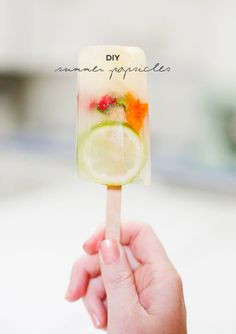 Refreshing Summer Popsicles With Limes, Mint & Edible Flowers #recipe #dessert #summer