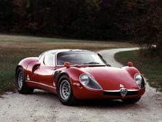 De Alfa Romeo 33 Stradale is een uitermate zeldzame auto. Gebaseerd op de Tipo 33 racewagen en de lijnen van Franco Scaglione, is het een exoot pur sang.