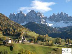Outubro 2015, juntamente com os turistas da Austrália: a foto do vale Funes que melhor representa a alma das Dolomitas no Tirol do Sul-Suedtirol.  #dolomitas #Itália #roteiros #viagenspersonalizadas #viagens #bomdia