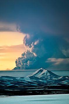 ♂ Amazing nature Grimsvotn Eruption 2011 by Gunnar Gestur Geirmundsson #mountain #cloud