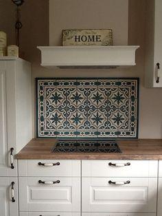 schwarze kreidetafel als r ckwand hinter sp lbecken k chenr ckwand spritzschutz k che. Black Bedroom Furniture Sets. Home Design Ideas