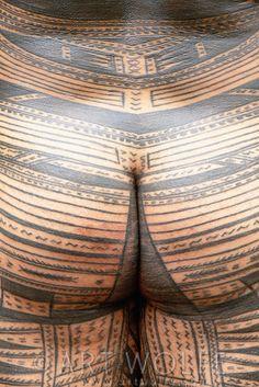 Samoan body tatau, Polynesian Cultural Center, Laie, Hawaii | © Art Wolfe