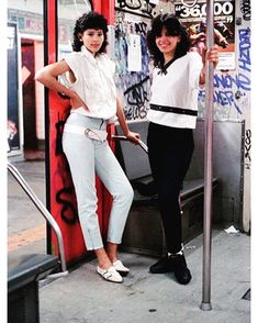 """NYC in the Love. """"After picking up a camera at the age of Jamel Shabazz has been unknowingly become the first """"visual documentarian"""" of hip hop. Hip Hop Fashion, 80s Fashion, Look Fashion, Vintage Fashion, Fall Fashion, Outfits 90s, Hipster Outfits, New York Subway, Nyc Subway"""