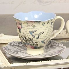 ♥ ~ ♥ Blue and White ♥ ~ ♥ Aviary Hummingbird Tea Cup and Saucer Café Chocolate, Cuppa Tea, China Tea Cups, Teapots And Cups, Vintage Dishes, Vintage Teacups, Tea Service, My Cup Of Tea, Tea Cup Saucer