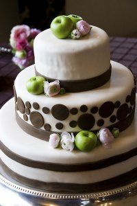 Wedding Cakes for Fall - Tea Green Chandelier Plaid Wedding, Green Chandeliers, Fall Wedding Cakes, Wedding Ideas, Autumn Tea, Apple Decorations, Amazing Cakes, Vows, Cake Decorating