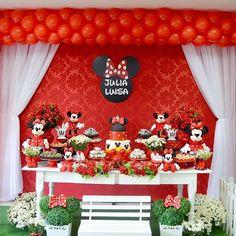 Muito fofa essa decoração com tema Minnie vermelha! Por @nr_eventos_foz  Balões @francieliballondesigner  Doces: @grupomariasfoz @nr_eventos_fozz 💖💖💖💖💖 #festejarcomamor #minnie #festaminnie #minnievermelha #festademenina Mickey Mouse Theme Party, Mickey And Minnie Wedding, Minnie Mouse Baby Shower, Mickey Mouse Birthday, Baby Birthday, Birthday Parties, Mickey Decorations, Minnie Mouse Cake, Mouse Parties
