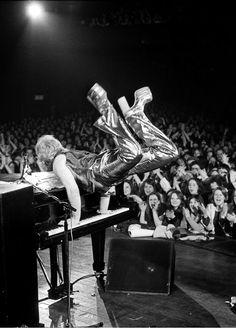 4fc0c2293c849 Elton John live at Sundown Theatre