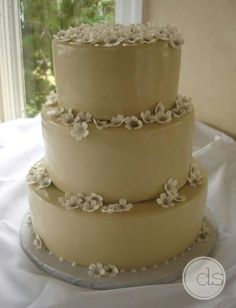 Cheesecake wedding cake, this champagne frosting with plum and muted aqua flowers and possibly a taupe ribbon. Textured frosting would be cool too October Wedding, Wedding 2015, Wedding Ideas, Wedding Stuff, Ugly Cakes, Perfect Wedding, Dream Wedding, Cheesecake Wedding Cake, Unusual Wedding Cakes
