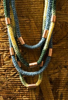 french knitting loom using what fibers and definitely different colors - what beads something along these lines should work well. this is not really Lambs taste, but its close. Fiber Art Jewelry, Textile Jewelry, Fabric Jewelry, Jewelry Art, Jewellery, Fall Knitting, Spool Knitting, Knitting Needles, Jewelry Crafts