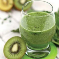 Spinach and kiwi but add a cup of good apple juice and a squirt of lime (a few mint leaves and a cube of ginger are good too) for a quenching yummy smoothie. Healthy Shakes, Healthy Drinks, Healthy Recipes, Healthy Food, Fruit Party, Fruit Snacks, Yummy Smoothies, Smoothie Diet, Kiwi Juice