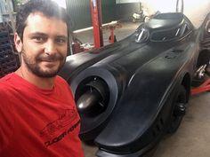 Mineiro cria réplicas em tamanho natural do Batmóvel para coleção +http://brml.co/1IodOfx