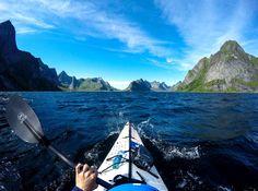 Les incroyables photos d'un kayakiste en Norvège